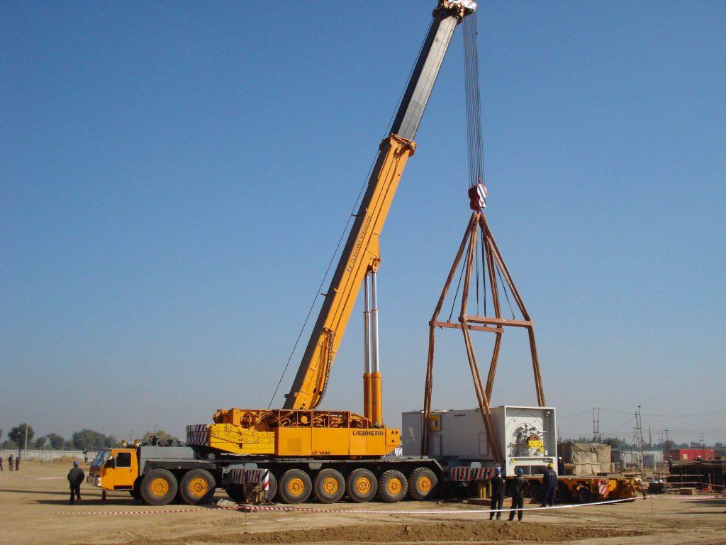 Heavy crane & erection (9)