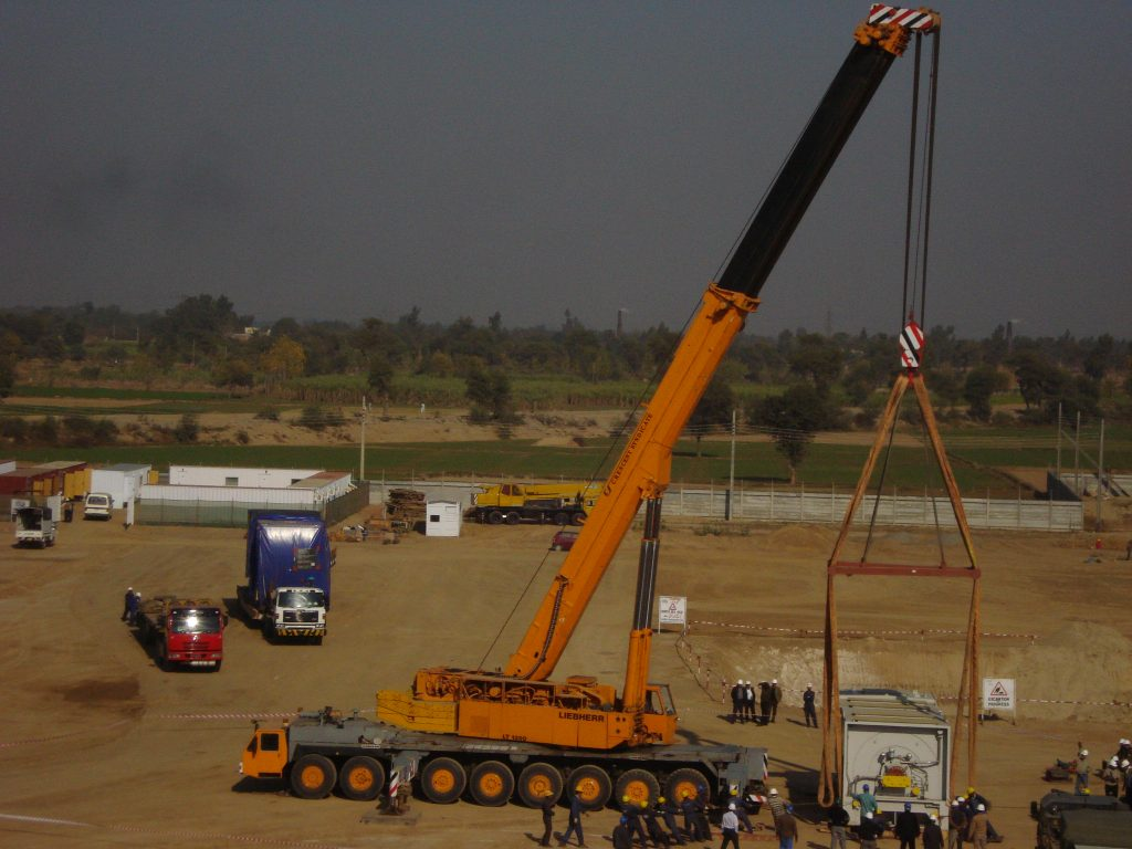 Heavy crane & erection (11)