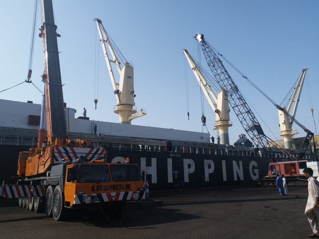 Heavy crane & erection (2)